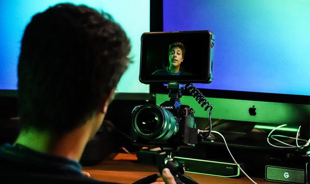 Vlogging piece to camera with Shinobi 7