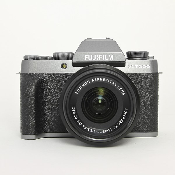 Used Fujifilm X-T200 & 15-45mm lens