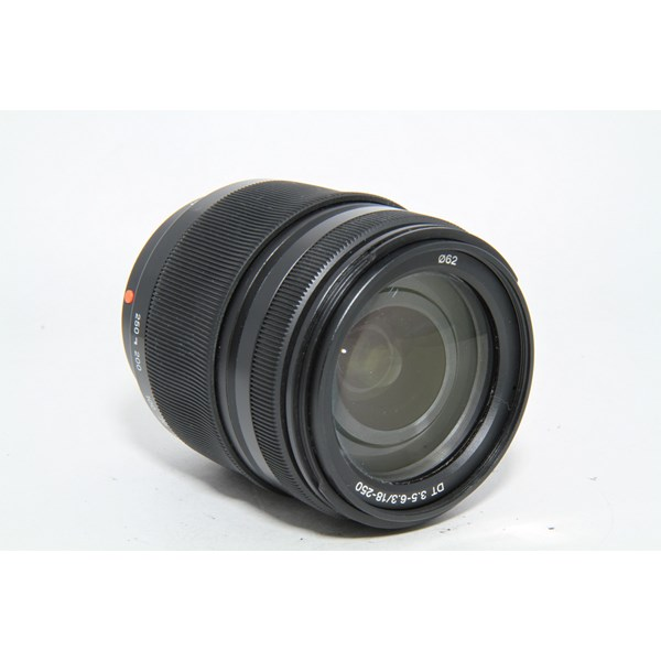 Used Sony DT 18-250mm f/3.5-6.3 Lens - Boxed